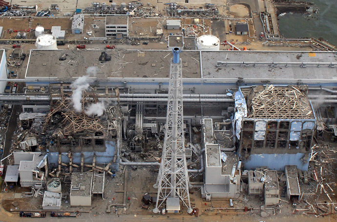 The stricken Tokyo Electric Power Company (TEPCO) Fukushima daiichi No.1 nuclear power plant reactor number three (L) and four (R), with smoke rising from number three at Okuma town in Fukushima prefecture (AFP Photo)